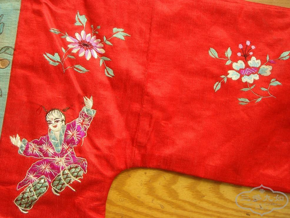 漂亮的小孩红绣花袄一件,左右绣