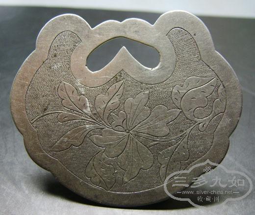 名楼出品 老凤祥的牡丹花卉锁片